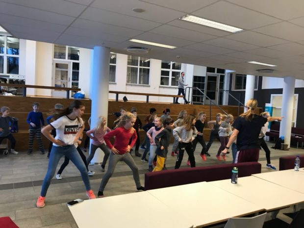 Øving til riverdance på Gjøvik-seminaret. Resultatet får vi se og høre på Sound of hope-konserten